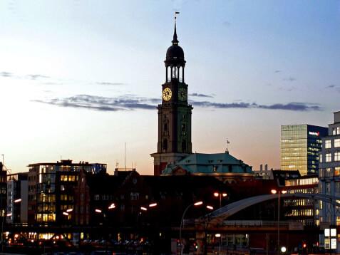 Hamburg-Michaeliskirche-Hafen