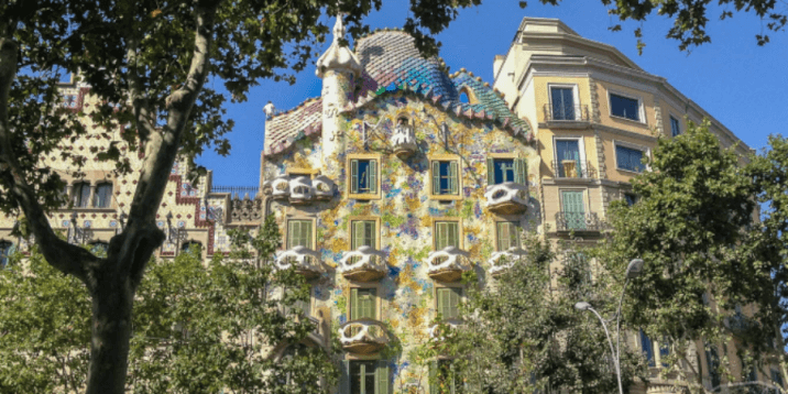 The street and the architecture in barcelona-layover tips